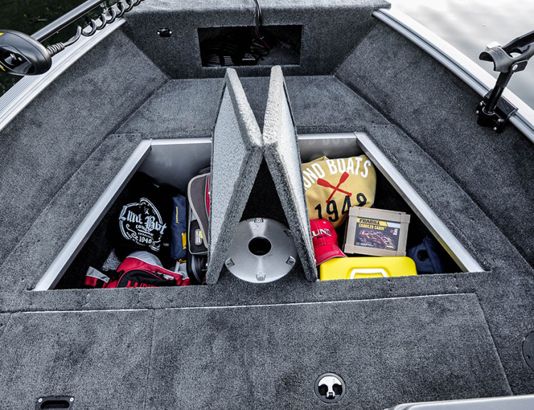 l_boats-rebel-xs-1650-features-bow-storage-cc2