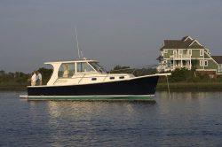 2011 - Mainship Trawlers - 355 Pilot
