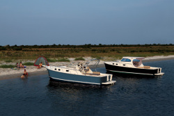 Mainship Trawlers 30 Pilot II Rum Runner Classic Cruiser Boa