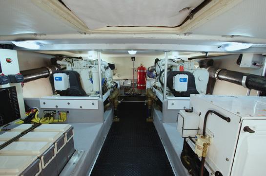 l_Mainship_Pilot_43_Sedan_2007_AI-236765_II-11309082