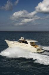 Mainship Trawlers Pilot 43 Sedan Cruiser Boat