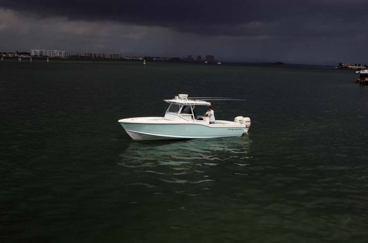 Instant Boats Teal : Research ocean master marine center console on iboats