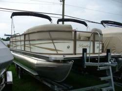 Encore Boat Builders - 220 Cruise