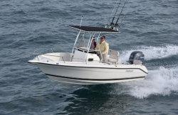 2013 - Pursuit Boats - C200 CC