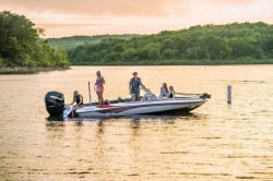 2020 - Ranger Boats AR - 212LS