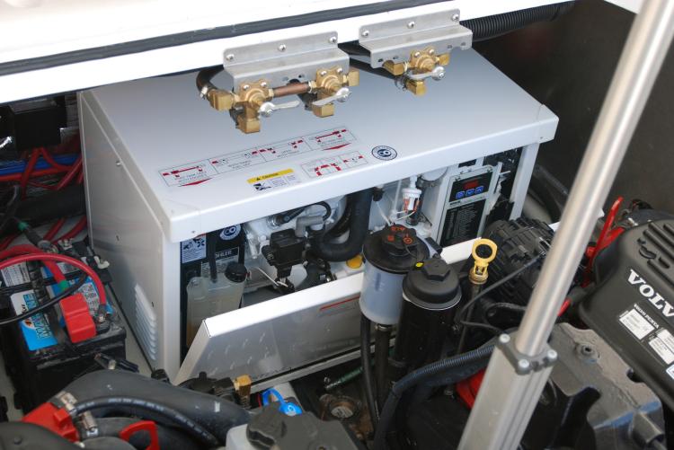comimagesmodelsgallery37603760_engine_hatch