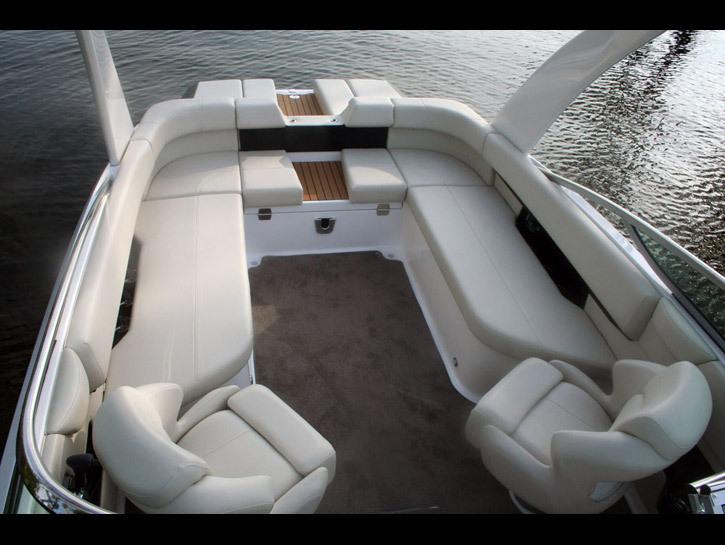 comimagesmodelsgallery25002500_cockpit_seating
