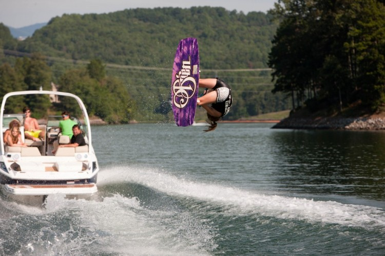 l_2500_lifestyle_wakeboard_13_0023-1000x666