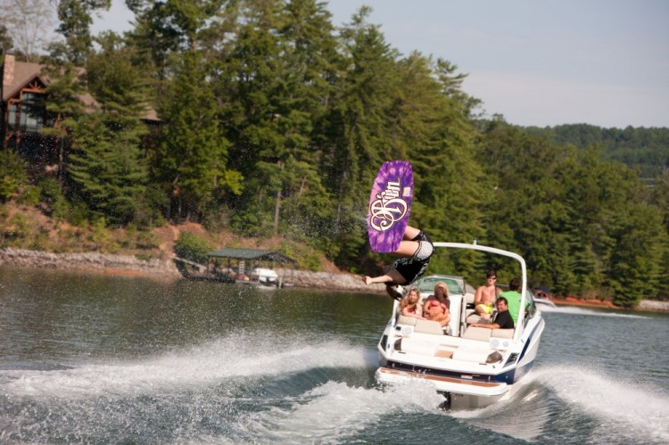 l_2500_lifestyle_wakeboard_13_0033-1000x666