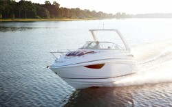 2018 - Regal Boats - 28 Express Cruiser