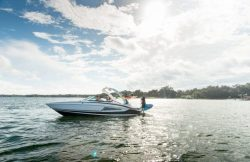2019 - Regal Boats - 25 RX Surf