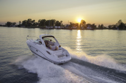 2015 - Rinker Boats - Express Cruiser 290