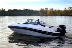 2020 - Rinker Boats - 19QX OB