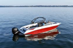 2020 - Rinker Boats - Q7 OB