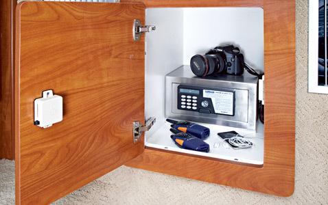 com_images_feature_images_large_320eccabin4_lr