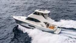 2020-Riviera Boats- 54 enclosed flybridge