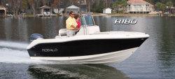 2013 - Robalo Boats - R180