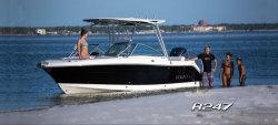 2014 - Robalo Boats - R247