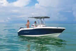 2018 - Robalo Boats - R202EX