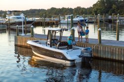 2019 - Robalo Boats - R242EX