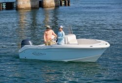 2021 - Robalo Boats - R180