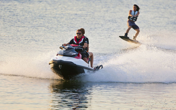 Research 2014 - SeaDoo Boats - Wake 155 on iboats com