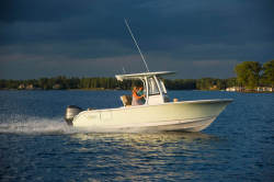 2018 - Sea Hunt Boats - ULTRA 235 SE