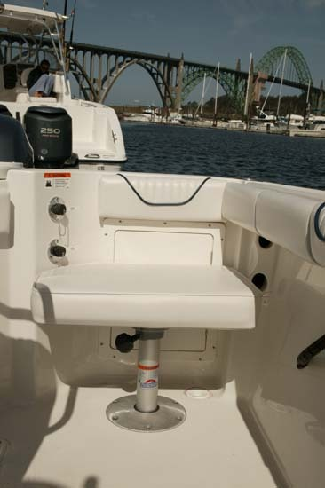 l_Seaswirl_Boats_2101_Center_Console_O_B_2007_AI-234446_II-11264506