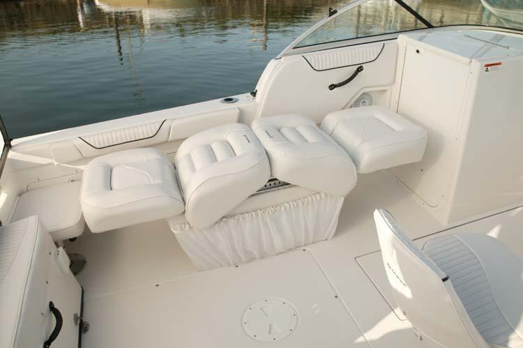 l_Seaswirl_Boats_2101_Dual_Console_I_O_2007_AI-234438_II-11264412