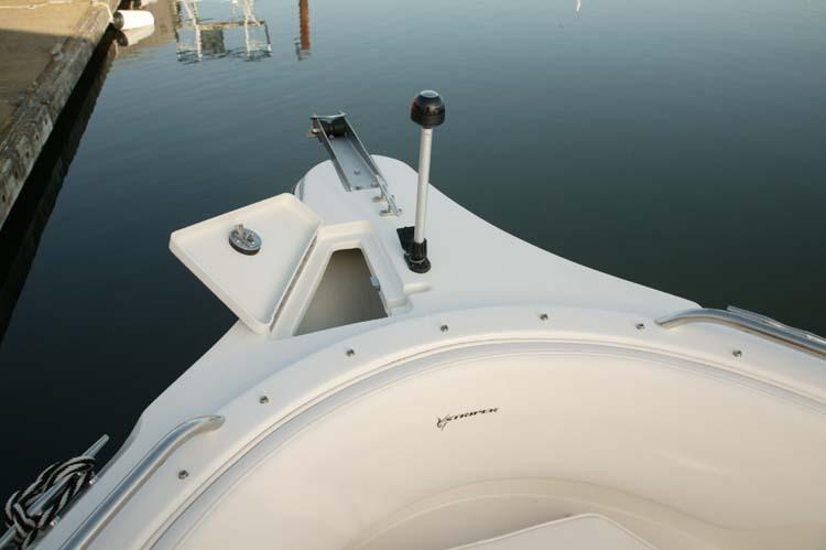 l_Seaswirl_Boats_2101_Dual_Console_I_O_2007_AI-234438_II-11264420