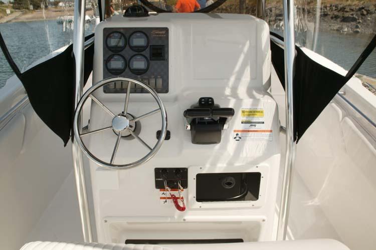 l_Seaswirl_Boats_2301_Center_Console_O_B_2007_AI-234450_II-11264550