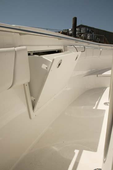 l_Seaswirl_Boats_2601_Center_Console_O_B_2007_AI-234681_II-11268767