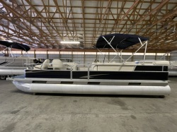 2000 STARCRAFT STARDECK 240 WITH A HONDA 90HP FOUR STROKE