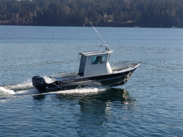 Research 2014 - Silver Streak Boats - 21- Pilot House on iboats.com