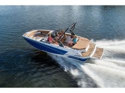 2018  Deck Boat GTD 205 Fenton MI