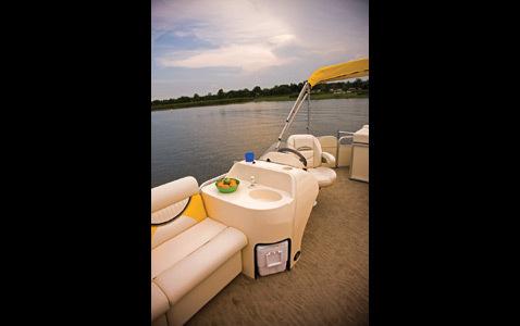 com_images_feature_images_large_f_09sw_entertainmentcenter_5525