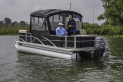 2014 - Sweetwater Boats - 220 DFS