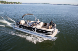 2015 - Sweetwater Boats - SWPE 220 DFS
