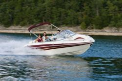 Tahoe Q7i Bowrider Boat