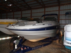 220 EX Deck Boat