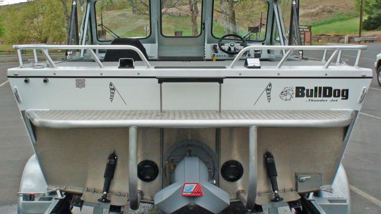 l_20-bulldog-car-131-transom-view