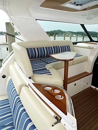 l_4700-cockpit-lounge-d
