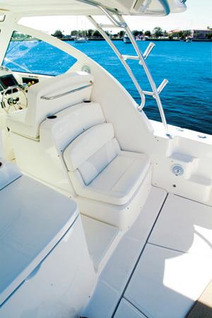 l_Tiara_Yachts_3000_Open_2007_AI-248775_II-11437998