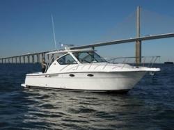 Tiara Yachts 3000 Open Walkaround Boat