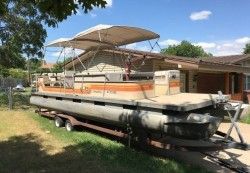 1984 - Sun Tracker by Tracker Marine - Party Barge 28