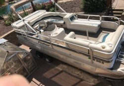 Freedom 221 DLX Pontoon Boat