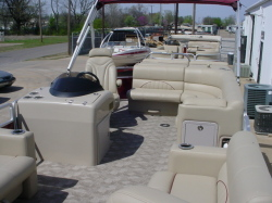 2010 - Sun Tracker by Tracker Marine - Party Barge 24