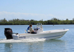 20145- Twin Vee Boats - 22 Bay Cat