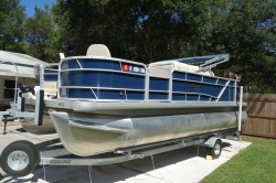 2007 220 EX Deck Boat