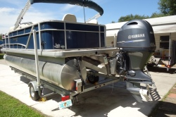 2005 - Sea Ray Boats - 225 Weekender